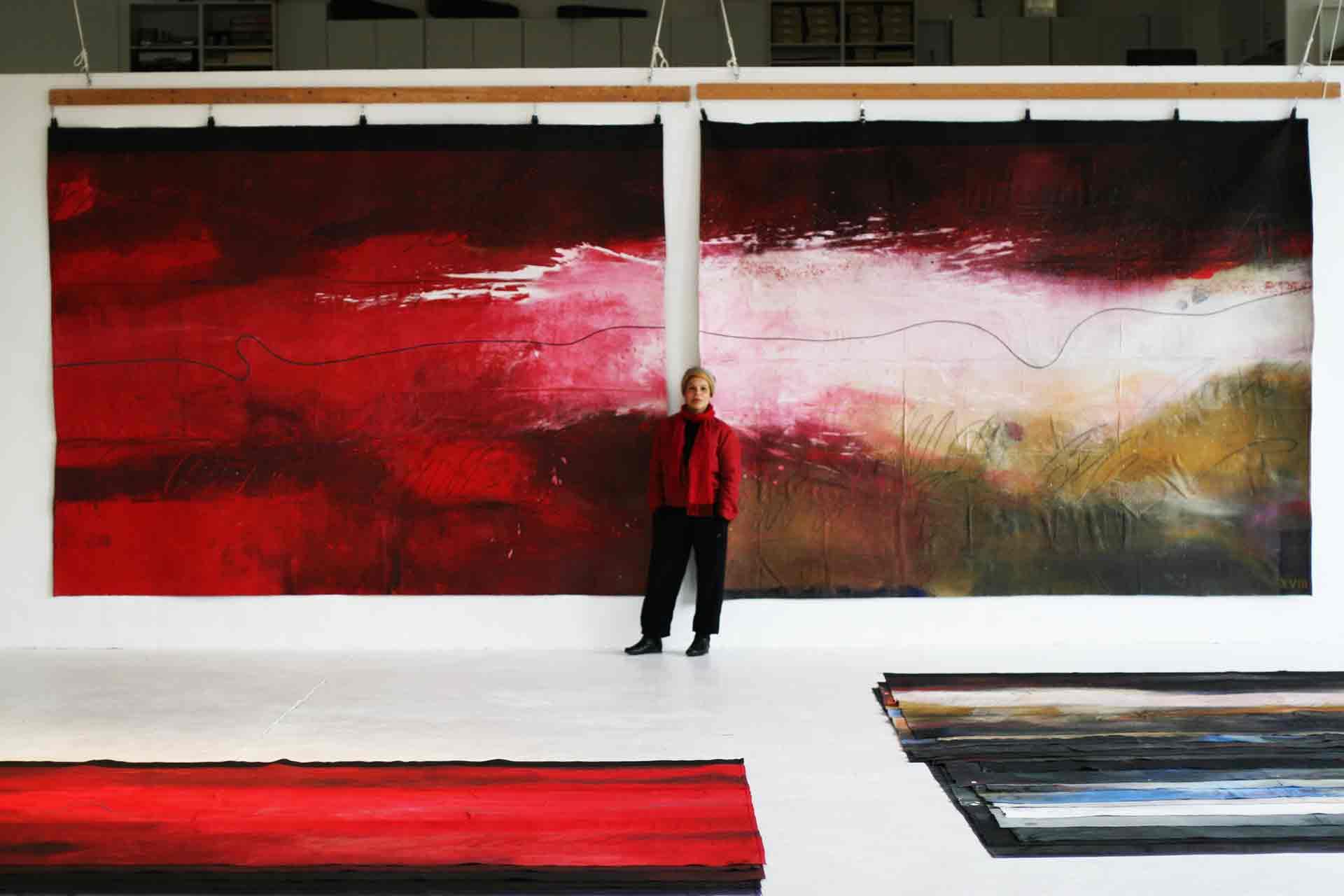 Dalva Duarte portrait 24 Caprices - Dalva in front of pair of paintings